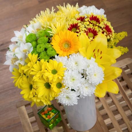PRODUCT FLOWERS Lemon Drizzle Extra Large image