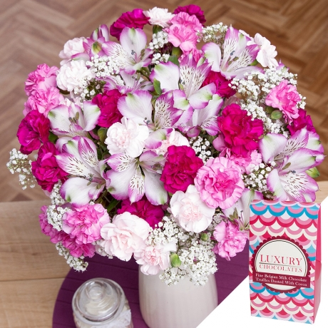 PRODUCT FLOWERS Flowers and Chocolates Gift Large image
