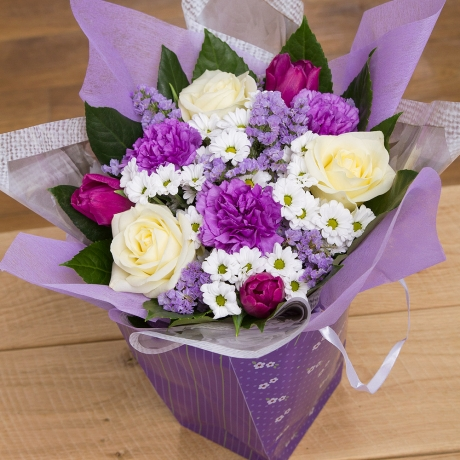 PRODUCT FLOWERS Mums Dream Gift Bag image